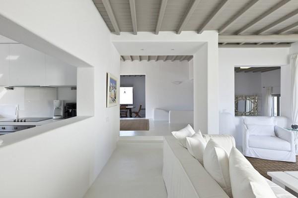 Перегородка с окном между кухней и столовой