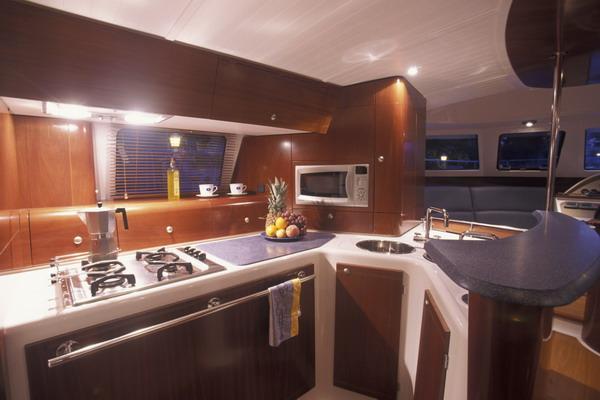 Отдельная кухня в каюте капитана