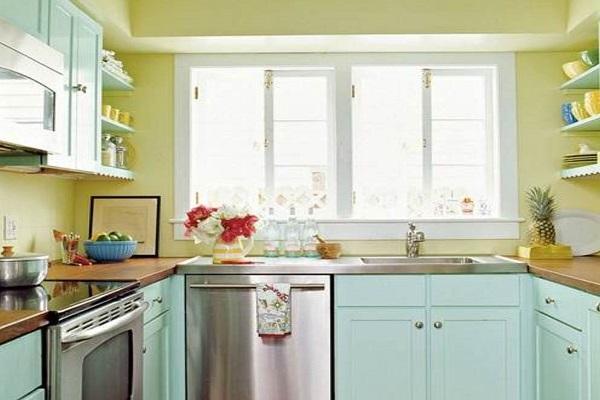 Оливковый, белый и голубой цвета в интерьере кухни