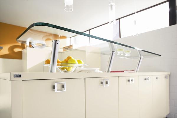 Стеклянная барная стойка на кухне