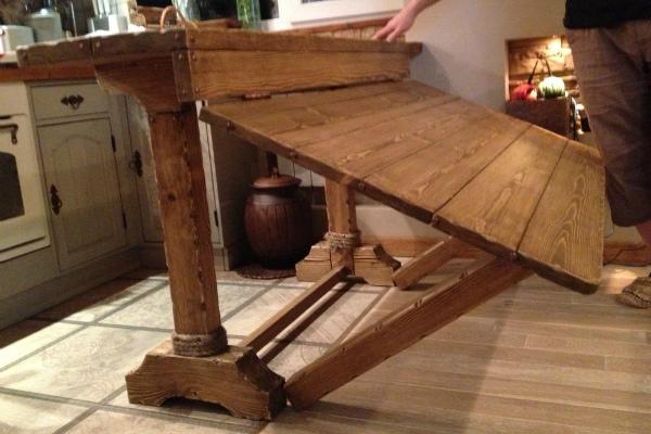 Дизайнерский деревянный стол-трансформер