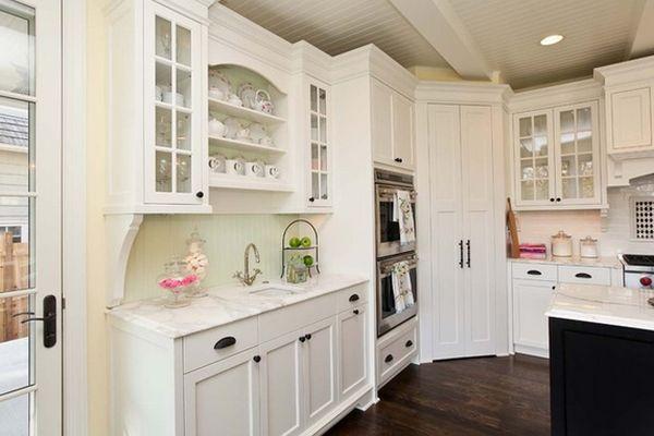 Шкаф в углу кухни