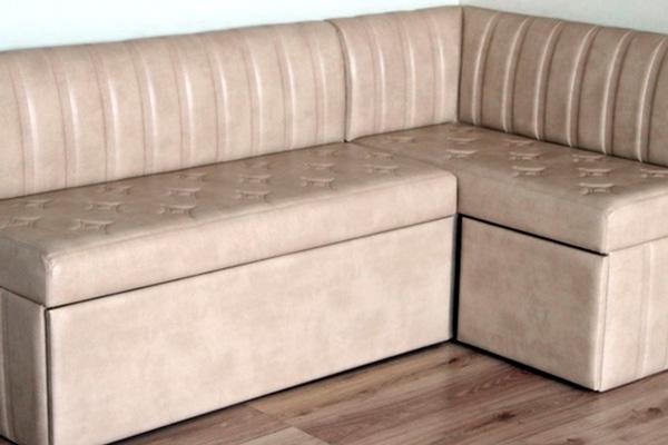 Кухонный диван с вместительными нишами