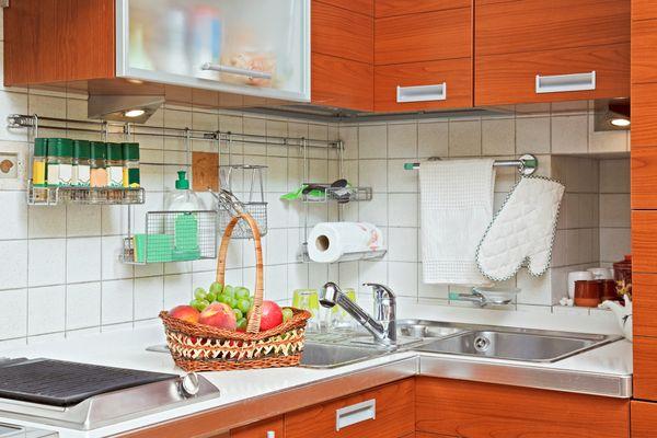 Рейлинги на маленькой кухне