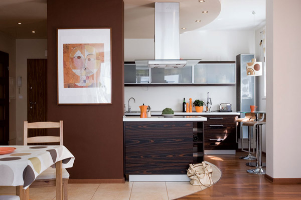Кухня, совмещённая с гостиной-столовой