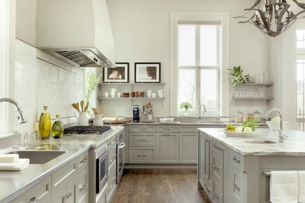 Свтелый дизайн кухни с белыми стенами