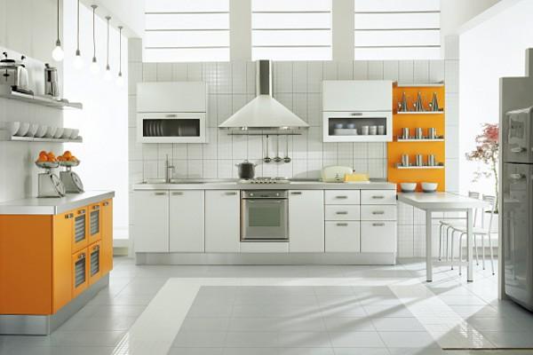 Кухня в белом и оранжевом цветах