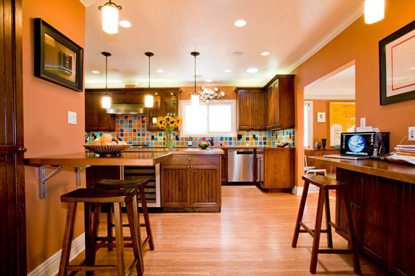 Интерьер кухни в тёмно-оранжевой гамме
