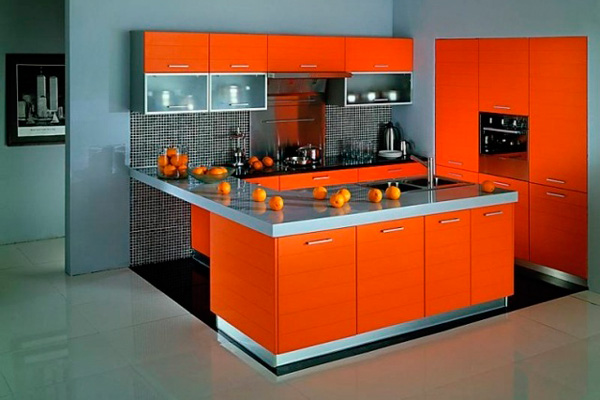 Стильное сочетание блестящего серого с ярким апельсиновым цветом