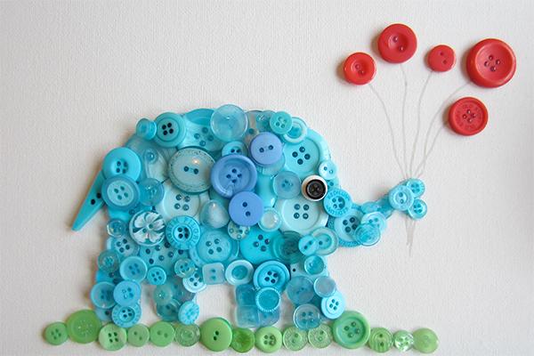 Панно в виде слонёнка из пуговиц