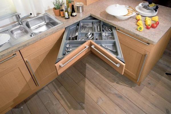 Угловая кухня с удобными ящиками
