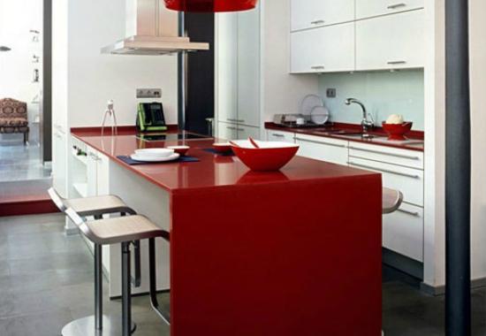 Пластиковая столешница и обеденный стол красного цвета