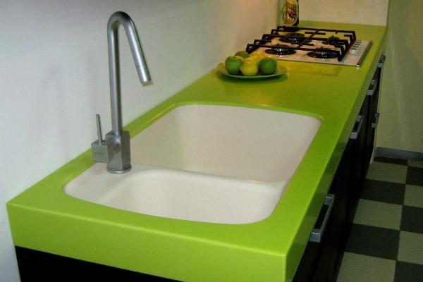 Зелёная столешница из пластика