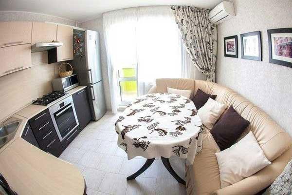 Угловой диван в интерьере кухни