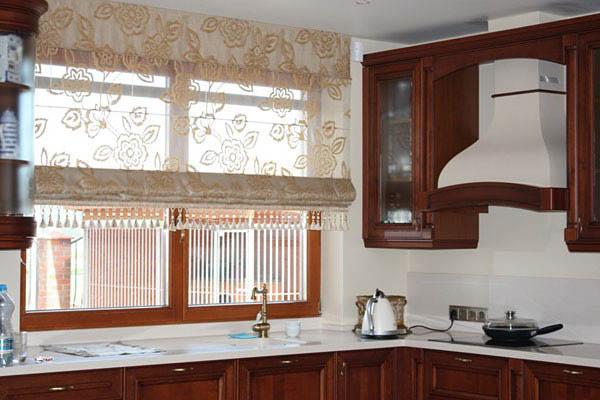 Римская штора декорированная кистями