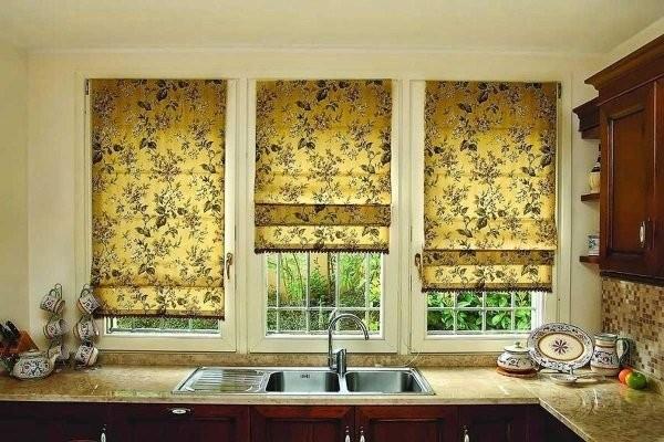 Римские шторы с узорами из растений