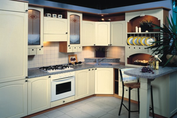 Дизайн небольшой кухни с угловым гарнитуром
