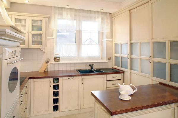 Короткая тюль для кухонного окна