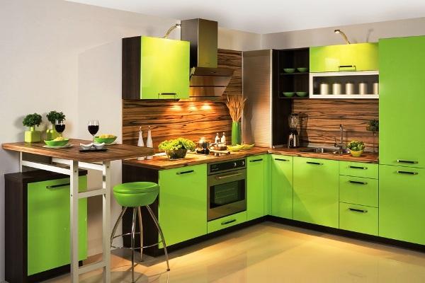 Гарнитур с яркими светло-зелёными фасадами
