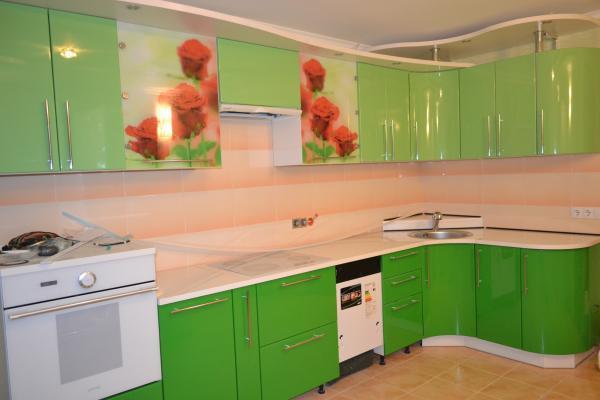 Фасады кухни в оттенках зелёного цвета
