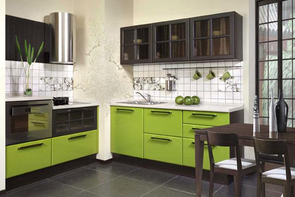 Кухоннный гарнитур из венге с фисташковыми фасадами