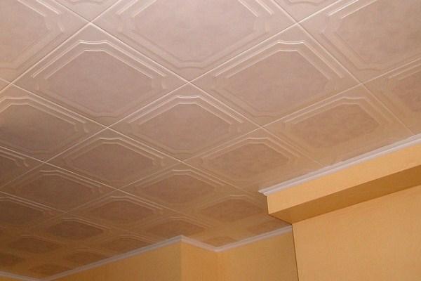 Потолок из пенополистирольной плитки