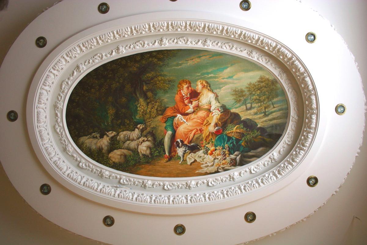 Художественная роспись потолка кухни