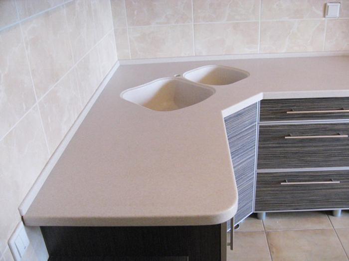 Плинтус на кухне прямоугольной формы