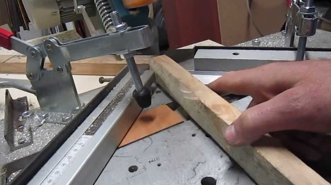 Изготовление плинтуса из дерева для столешницы
