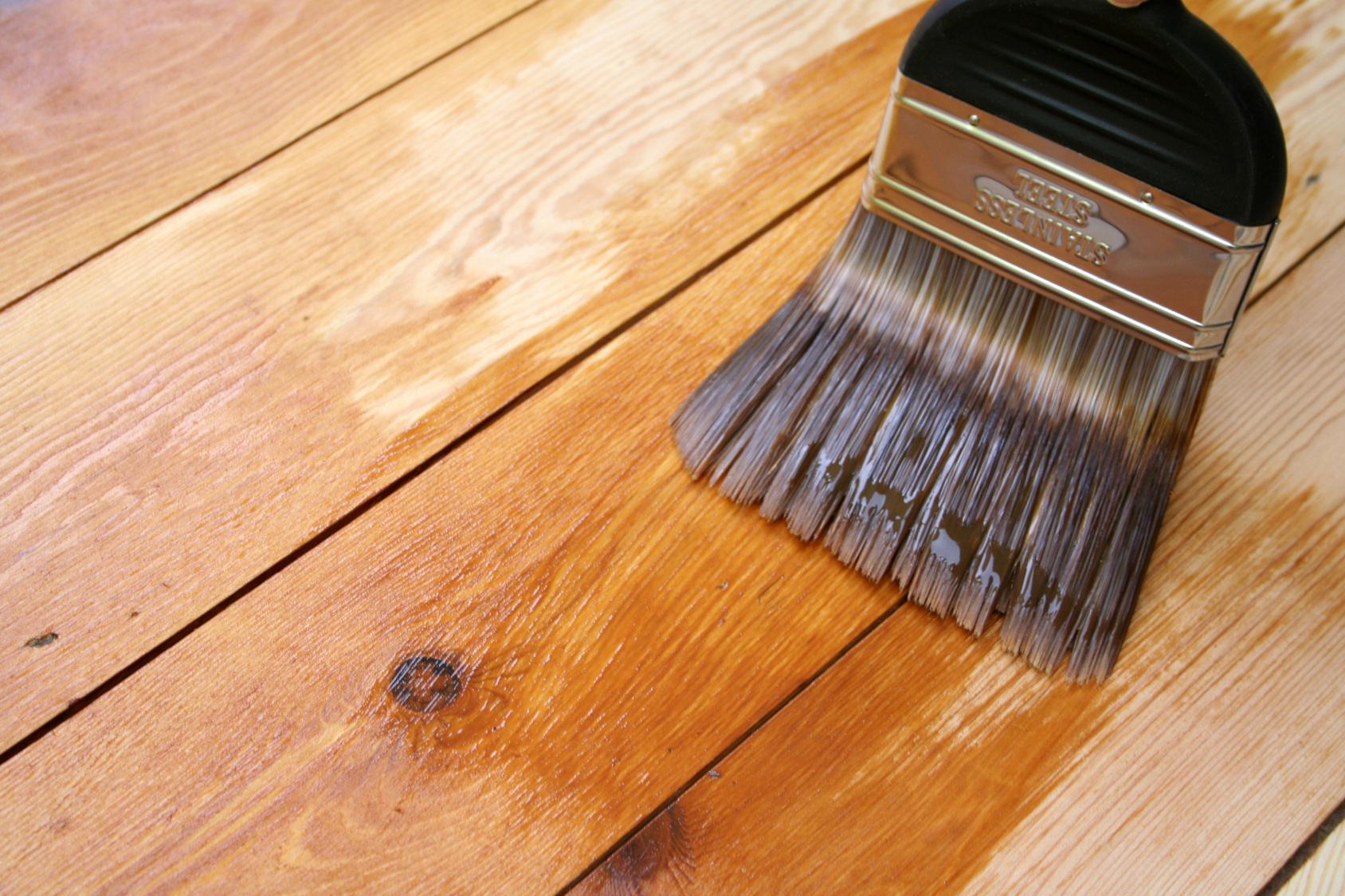 Покрытие деревянного изделия лаком