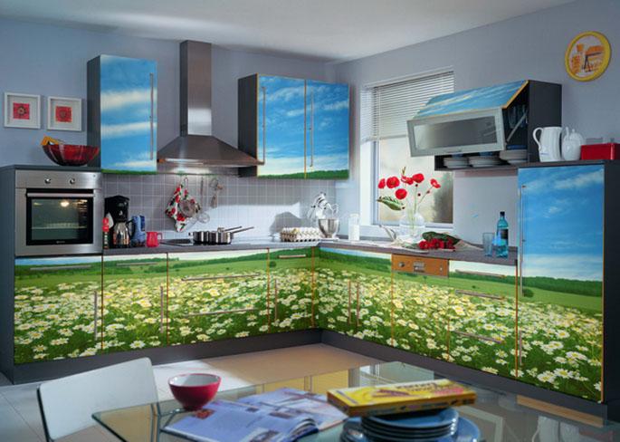Кухня, оклеенная самоклеющейся пленкой
