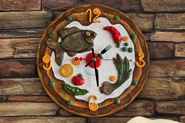 Круглые кухонные часы с рыбкой и овощами