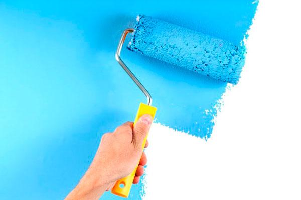 Окрашивание стен в голубой цвет