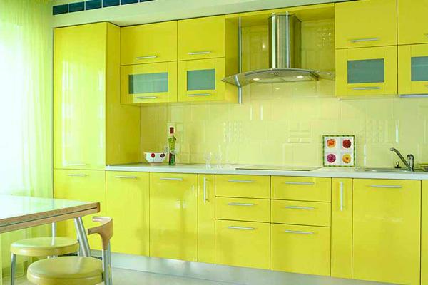 Фасад кухни солнечного цвета