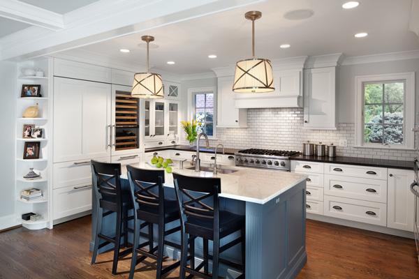 Кухня с двумя окнами с одной стороны