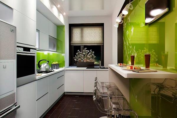 Узкая кухня с интересным цветовым решением