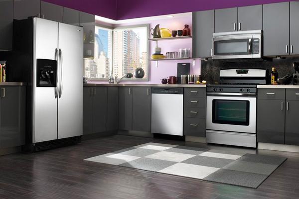 Стильный дизайн кухни с ламинатом на полу