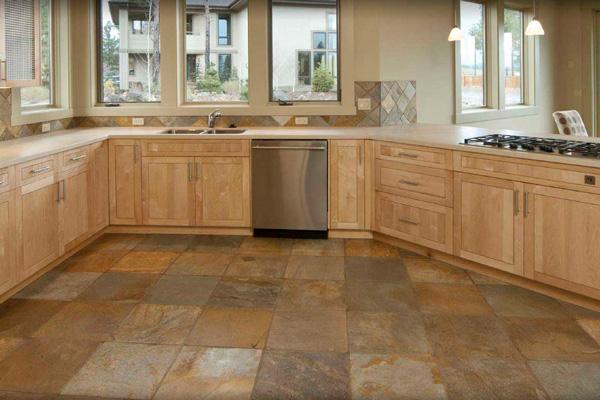 Плитка на кухне – прочный влагоустойчивый материал