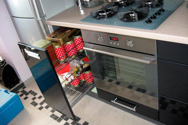 Хромированное кухонное выдвижное карго