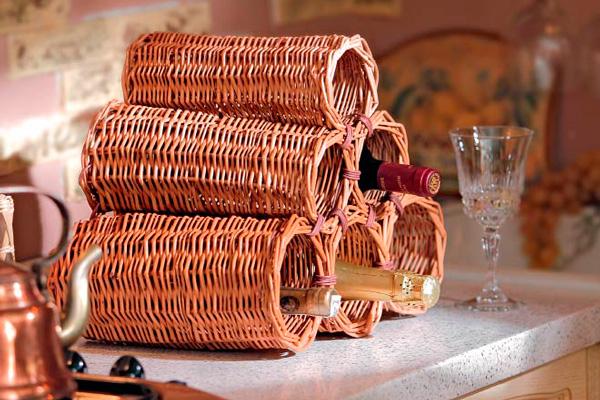 Плетеная бутылочница – оригинальный декор