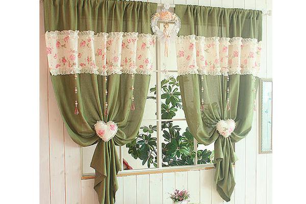 Нежные и красивые шторы для кухни