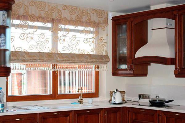 Римские прозрачные шторы на кухню
