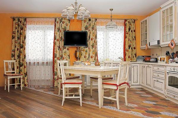 Оформление кухонного окна шторами и тюли