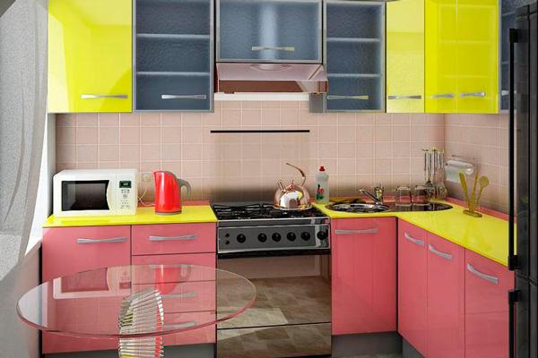 Цветная малогабаритная кухня из МДФ