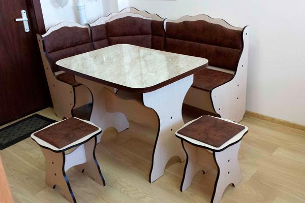 """Компактный кухонный уголок """"Татьяна"""": стол, диван, табуреты"""