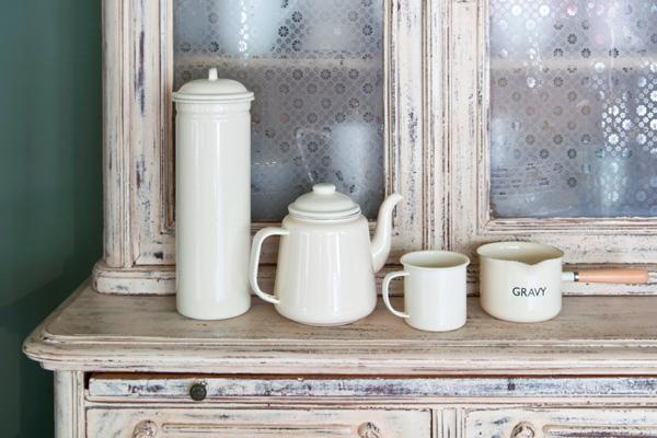 Потертая кухонная мебель в стиле шебби шик