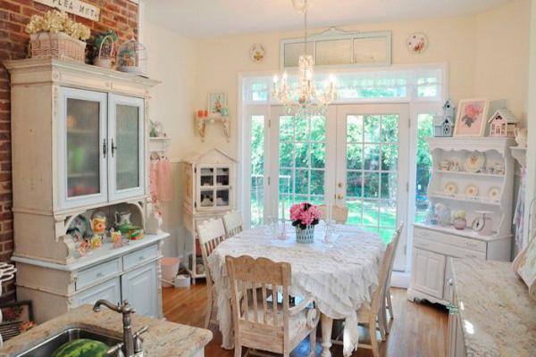 Скатерть с рюшами – украшение обеденного стола
