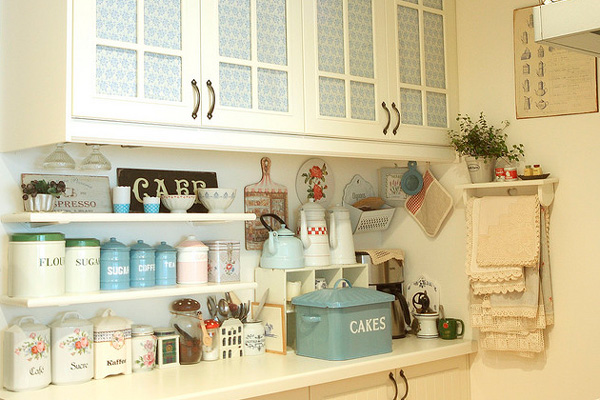 Полочки для хранения баночек и кухонной утвари