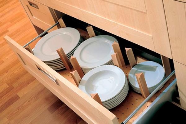 Перегородки в ящике для хранения посуды