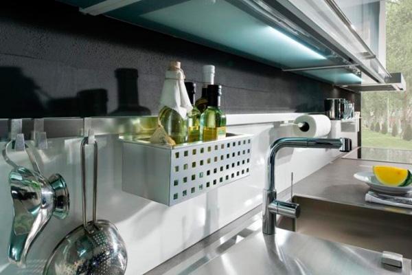 Подвесная сетчатая полочка на рейлинге для хранения бутылок